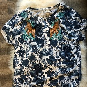 Anthropologie Tops - Akemi + Kim Anthropologie Tiger embroidered shirt